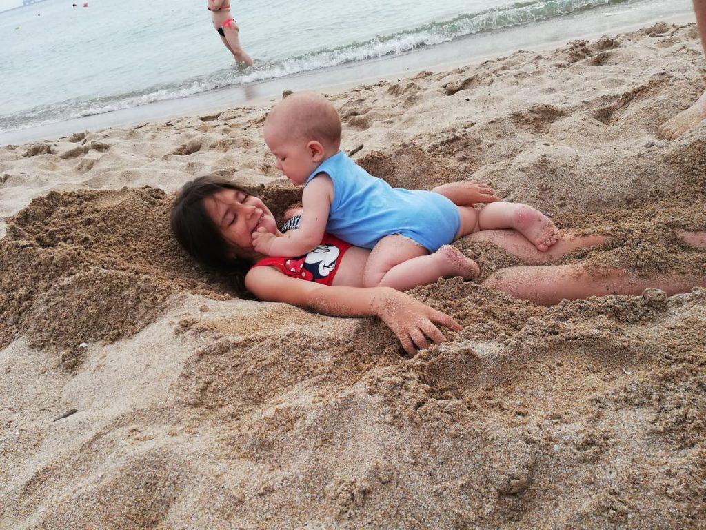fii fericit copile
